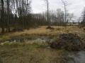 Z první tůně mokřadu bylo odbagrováno 1,5 traktorové vlečky kořenů orobince